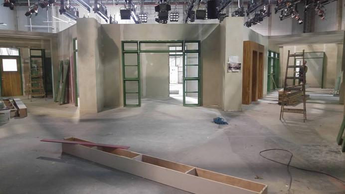 אלישע - בניית האולפן לסידרה