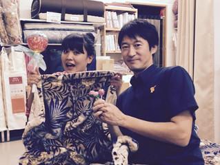 FMKラジオ『CANDY POP』の収録がありました。化粧パフのような繊細でふんわりした毛布をご紹介します。10月14日(金)15:00~放送です!写真はCANDYちゃん(樫山結さん)