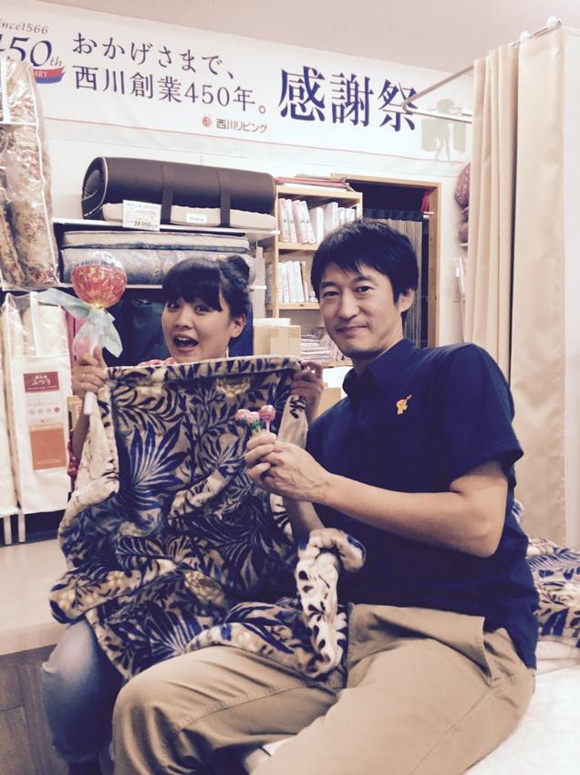 FMKラジオ『CANDY POP』の収録がありました!化粧パフのように繊細なふんわり毛布をご紹介します。10月14日(金)15:00から放送です!写真は樫山結さんと。