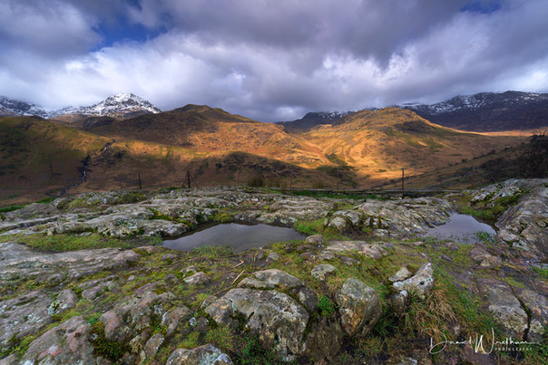 Sweeping Light at Snowdon