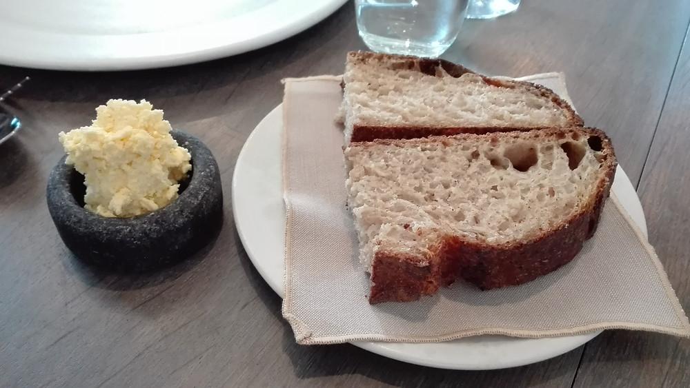 החמאה הצעירה ביותר, הלחם המבוגר ביותר