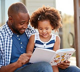 Parent_and_child_reading_monkeybusinessi