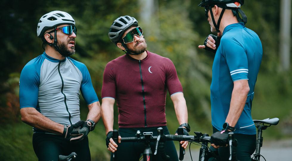 pexels-munbaik-cycling-clothing-5851038.