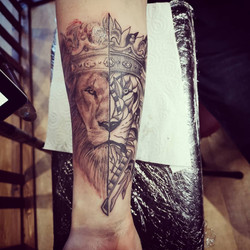 Realism/Abstract lion