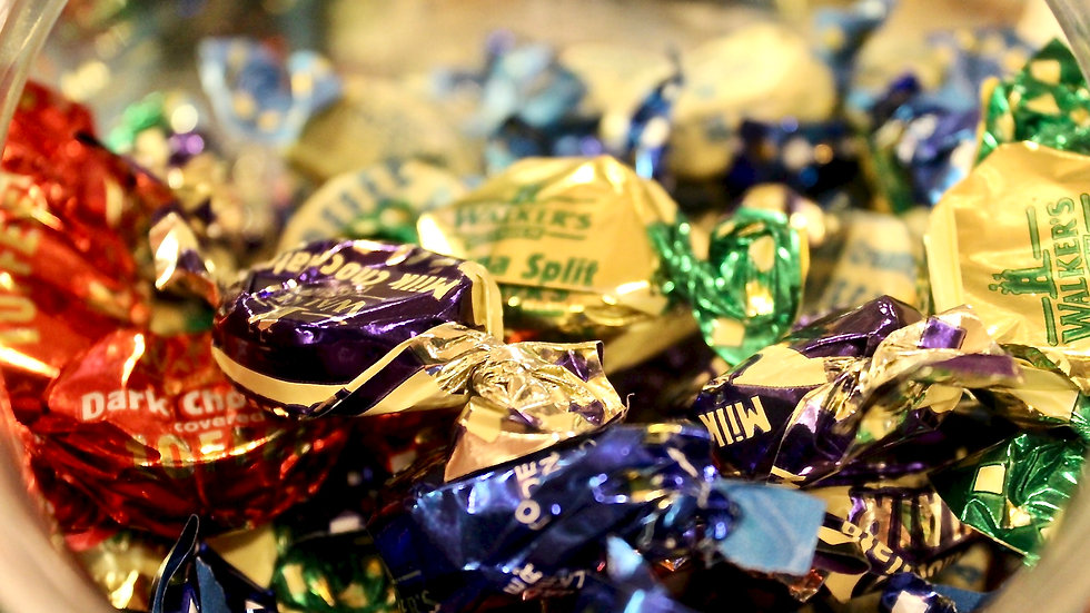 Walkers Assorted Toffees and Chocolate Éclairs