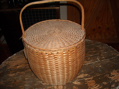 PRIMITIVE BASKET WITH HANDLE/LID