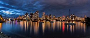 Vancouver Skyline at Night V2 neu.jpg