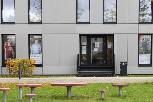 Folien am Unigebäude im Südpark in Landau