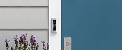lifestyle_doorbell_pro_satinnickel_door_