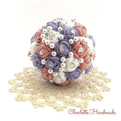 'Crocheted Roses' Medium Blumenstrauß