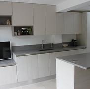 Italian handleless kitchen by Arredo3 (Kali range) with quartz worktops.