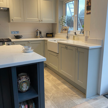 Mornington Beaded kitchen in Partridge Grey and Hartforth Blue with Unistone Carrara Misterio quartz