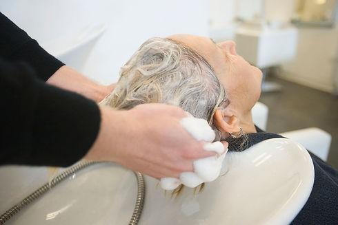 Senior Woman at Salon 72DPI dp33982011_x
