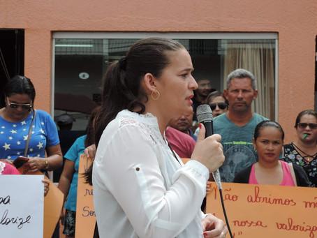 Vereadora Janaína Furtado participa de movimento dos servidores da educação