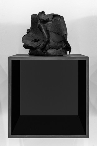 Study for a Solipsism, 2018  Iraqi chamotte ceramics, blown up by a C-4 type plastic explosive, matte black lacquer paint. Oak boxes dyed black, black mirrors.   Box dimensions: 34,5cm x 34,5 cm, depth: 34cm – Dimensions of each stoneware piece: 34,5 cm, width: 25 cm, depth: 30 cm.