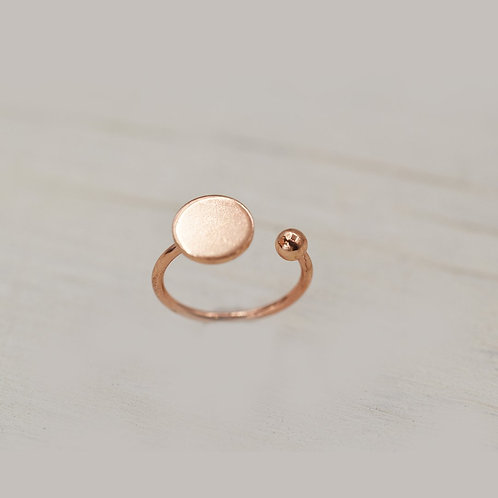 Ring with disc in rose gold