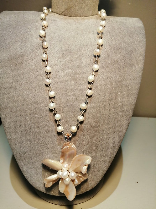 Cream Pearl Flower Necklace
