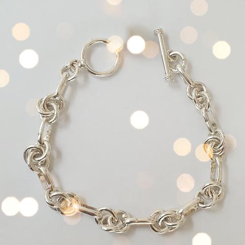 Lightweight Knot Bracelet