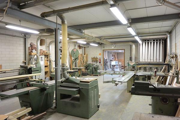 In deze meubelmakers werkplaats maken wij de mooiste keukens, meubels en interieurs op maat. zaandam cnc maatwerk massief hout.