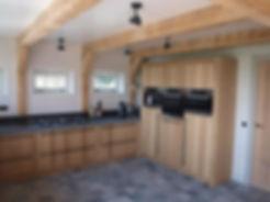 Massief eiken handgemaakte stoere robuuste keuken. Fronten geborsteld eiken. Met Miele apparatuur.