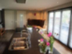Eiland met dubbele spoelbak inductie kookplaat en novy plafondunit