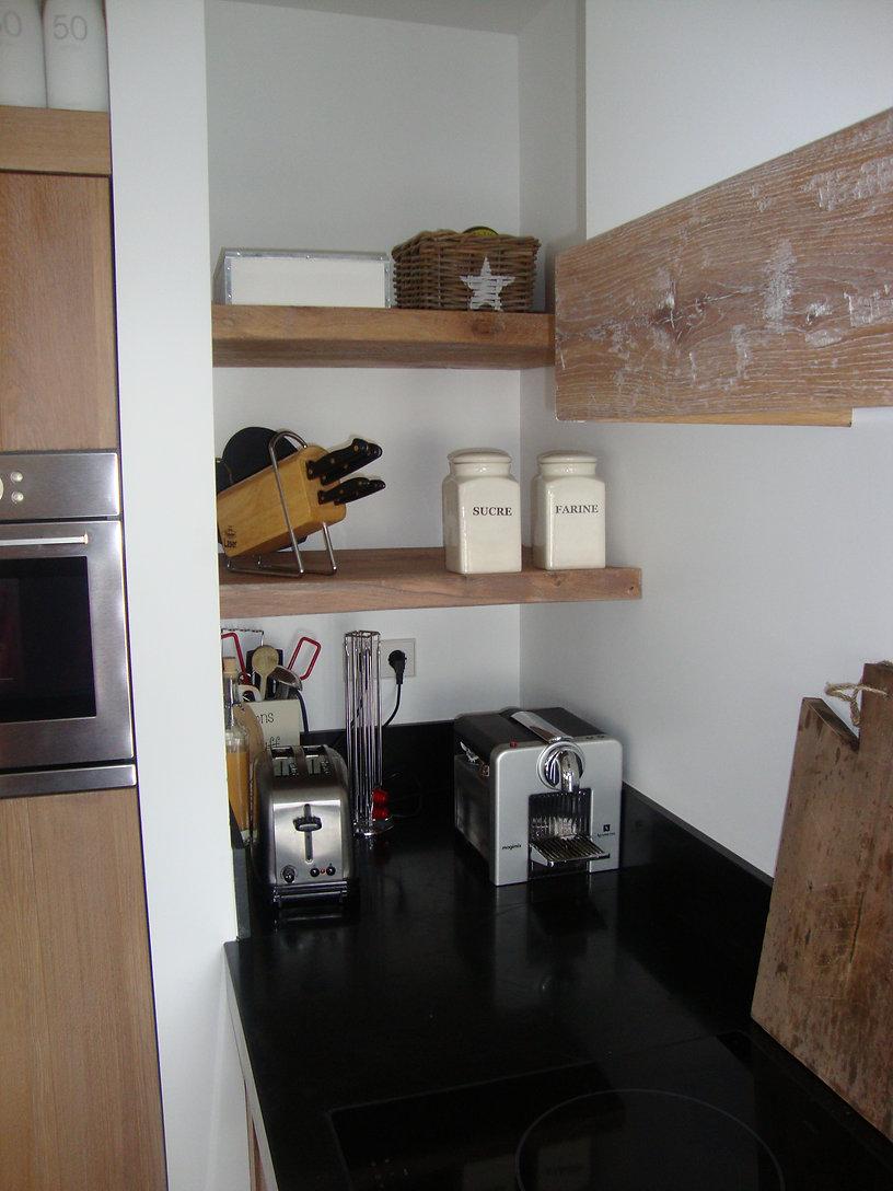 Keukenplanken en schouw met ruige balk