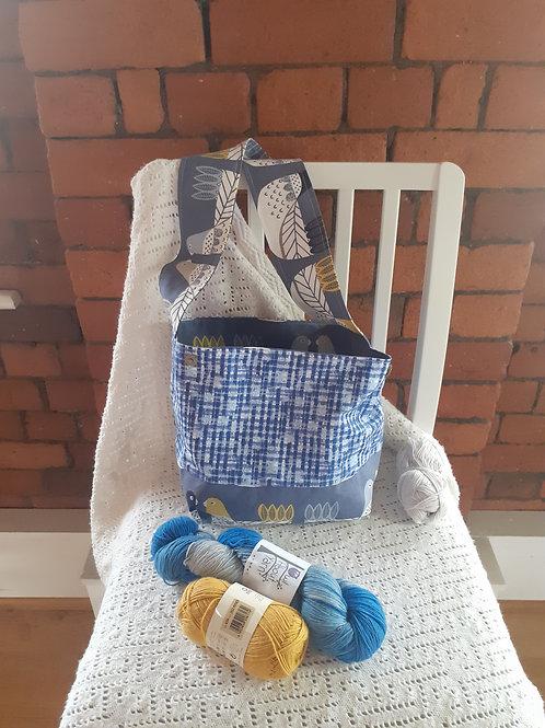 Versatile - Blue & White tablecloth / Blue Chickens