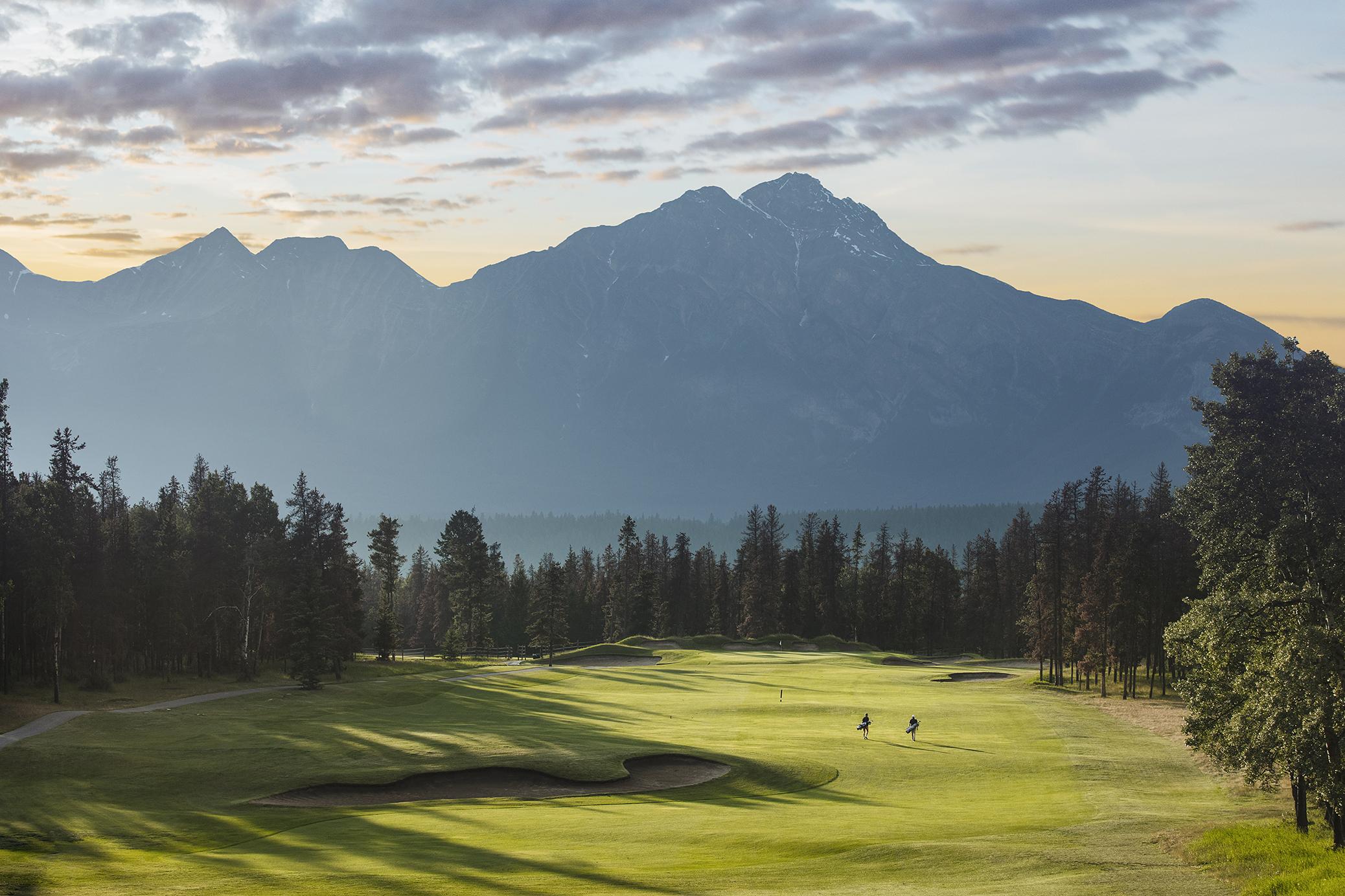 Hole 11 - Pyramid - Golfers at Sunset