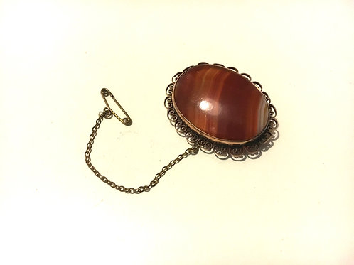 Beautiful Victorian Agate Brooch with Gold Plated Filigree Surround and Chain