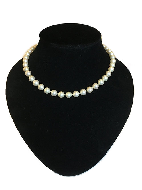Perfectly Simple Faux Pearl Necklace with Pearl/Gilt Clasp