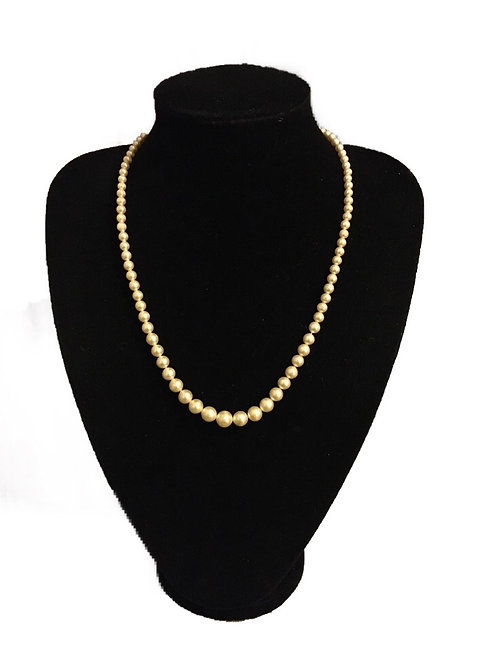 Classic Vintage Graduated Pearl Necklace with Diamanté Clasp
