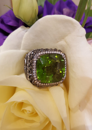 capet-joaillier-bague-or-diamants-peridot.jpg