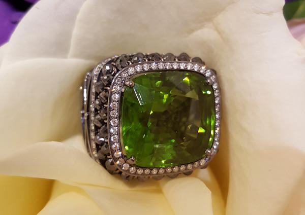 capet-joaillier-bague-or-diamants-peridot.jpg