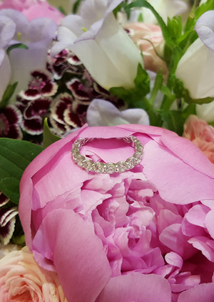 capet-joaillier-alliance-anneau-or-diamants.jpg