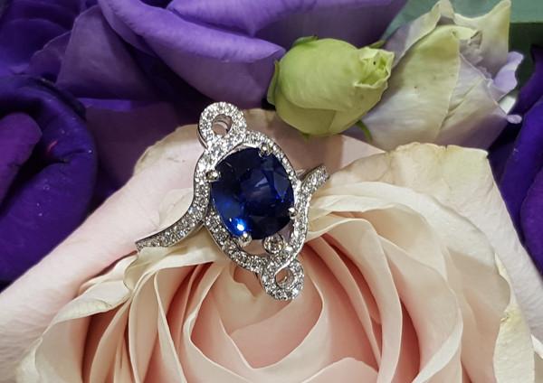 capet-joaillier-bague-or-saphir-diamants.jpg
