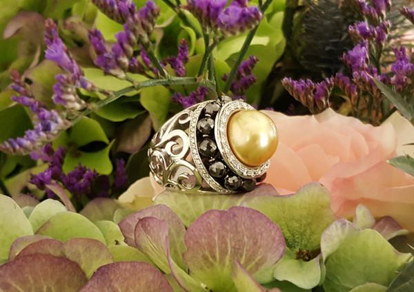 capet-joaillier-bague-or-diamants-perle.jpg