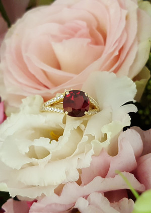 capet-joaillier-bague-or-diamants-rubis.jpg
