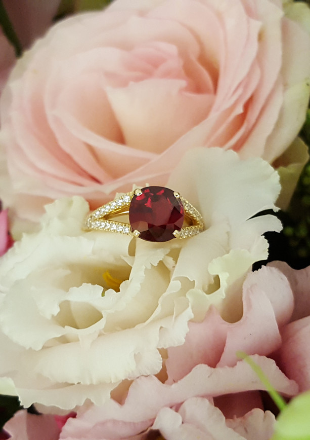 capet-joaillier-bague-or-diamants-rubis.jpg