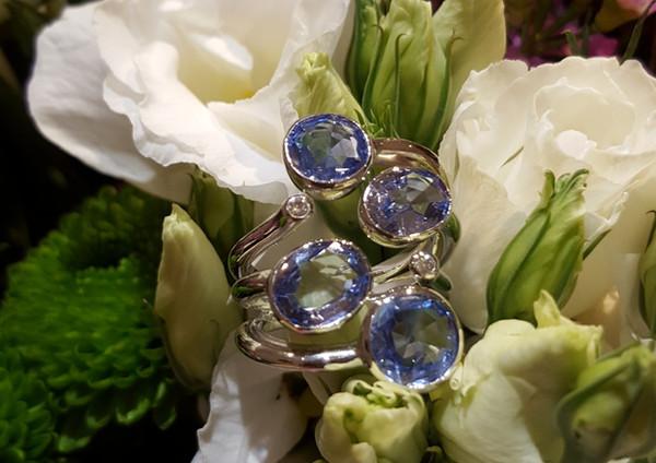 capet-joaillier-bague-or-diamants-saphir.jpg