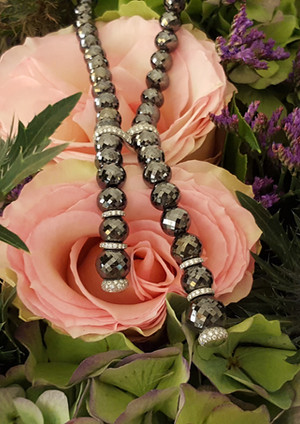 capet-joaillier-collier-or-diamants-noir.jpg