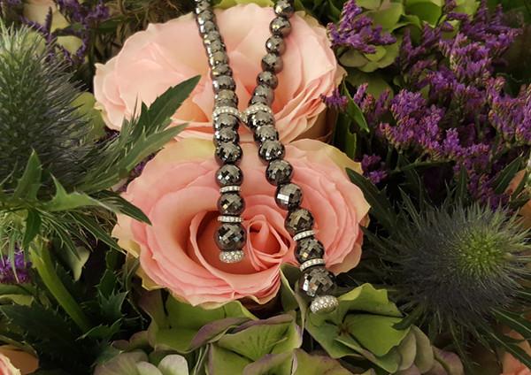 capet-joaillier-collier-or-diamants-noir.jpg