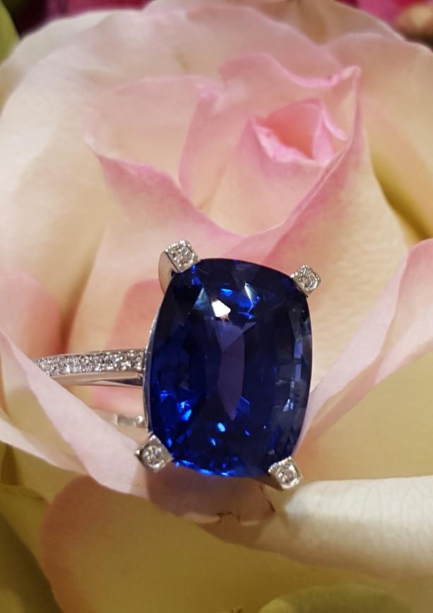 capet_joaillier_bague_or_saphir_diamants