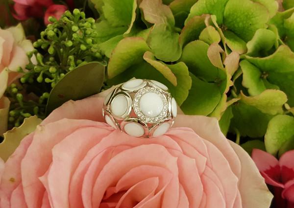 capet-joaillier-bague-or-nacre-diamants.jpg