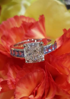 capet-joaillier-bague-or-diamants-saphirs.jpg