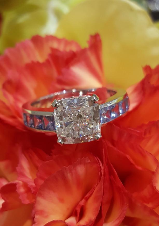 capet_joaillier_bague_or_diamants_saphir