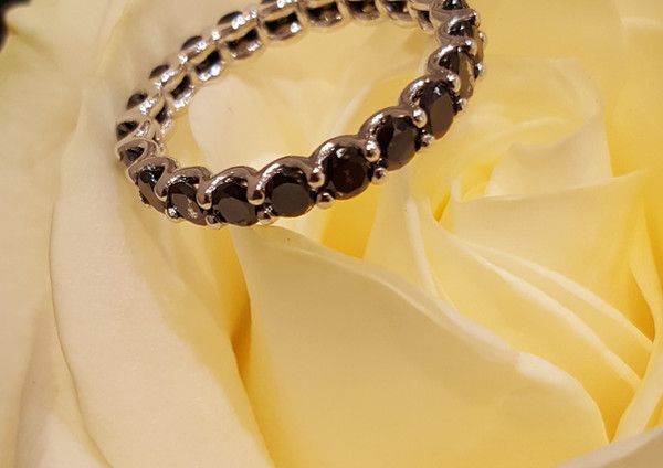 capet-joaillier-anneau-alliance-or-diamants.jpg