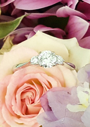 capet-joaillier-19188-bague-or-diamants.jpg