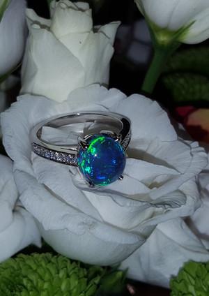 capet-joaillier-bague-opale-noire-diamant.jpg