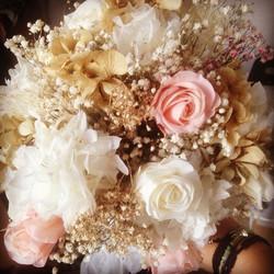 Bouquet en tonos celestiales
