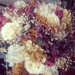 Bouquet tonos liláceos.